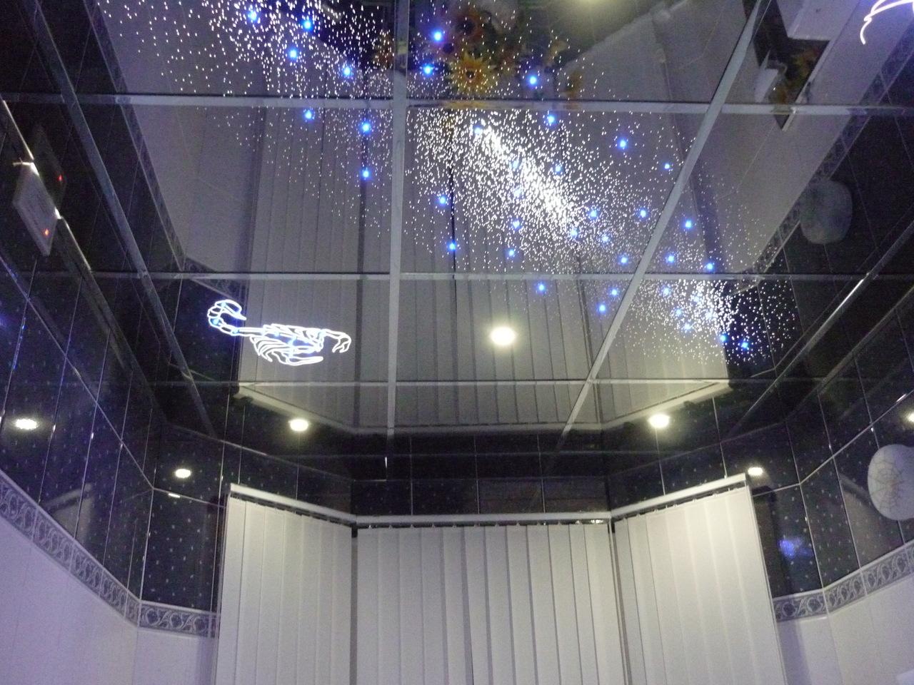 За счет отражательного эффекта можно зрительно увеличить пространство небольшой комнаты
