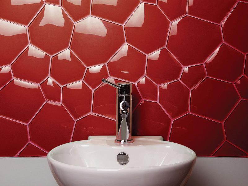 Фигурная плитка станет отличным акцентом в ванной комнате