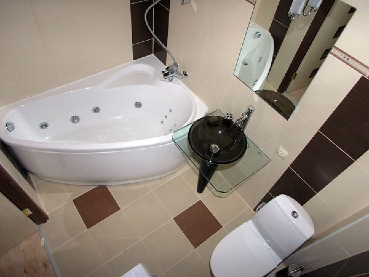 Небольшое помещение лучше оформить в светлых тонах, что поможет зрительно увеличить пространство