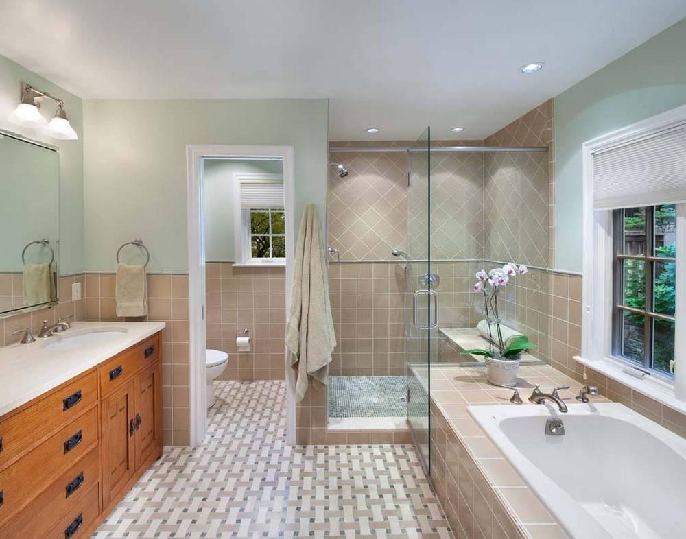 Просторная ванная комната мечта любого, здесь можно разместить любую сантехнику и элементы декора