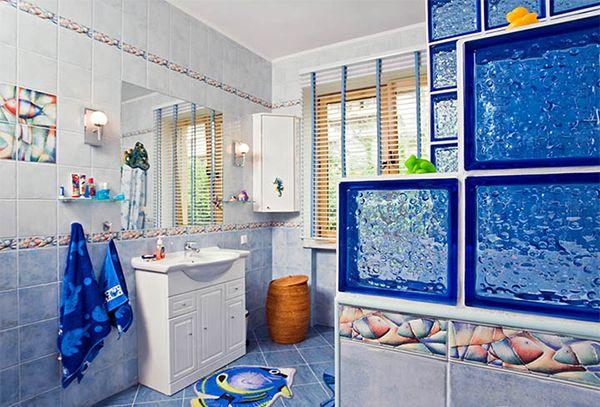 Для дизайна в морском стиле используется синий, белый и другие контрастные цвета