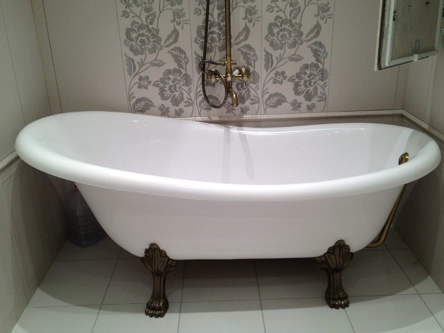 Большой вес ванны придает ей устойчивость, что является несомненным преимуществом