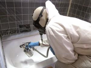 Устранение дефектов следует проводить в защитном костюме и лучше это дело доверить специалисту