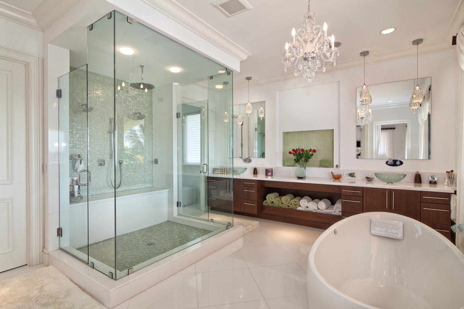 Просторная ванная позволяет воплотить в жизнь самые оригинальные идеи оформления