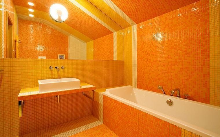 Яркая апельсиновая ванная комната подарит хозяевам заряд бодрости и энергии на целый день