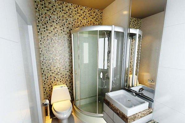 Для небольшой ванной подойдет стиль минимализм -ничего лишнего, максимально удобно