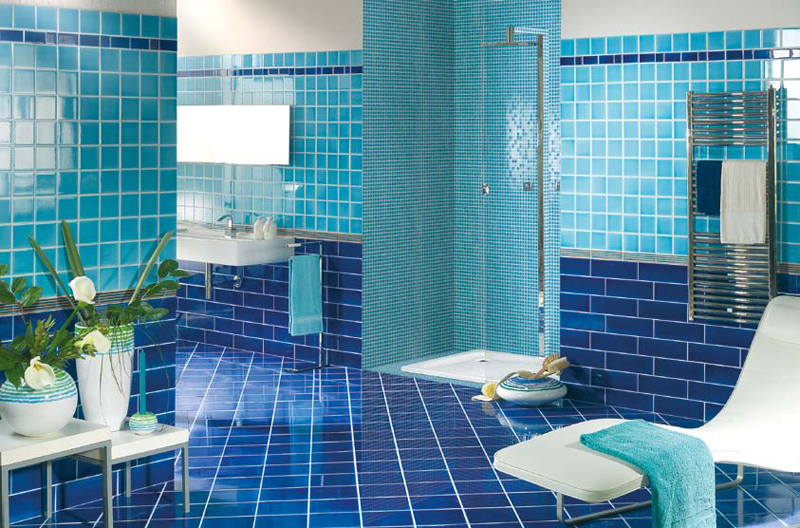 Синяя плитка в интерьере фото