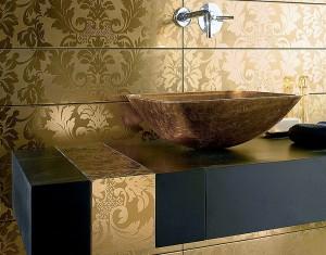 Благородное сочетание золотого и черного цветов придадут комнате роскошный вид, где обычные процедуры станут еще приятнее