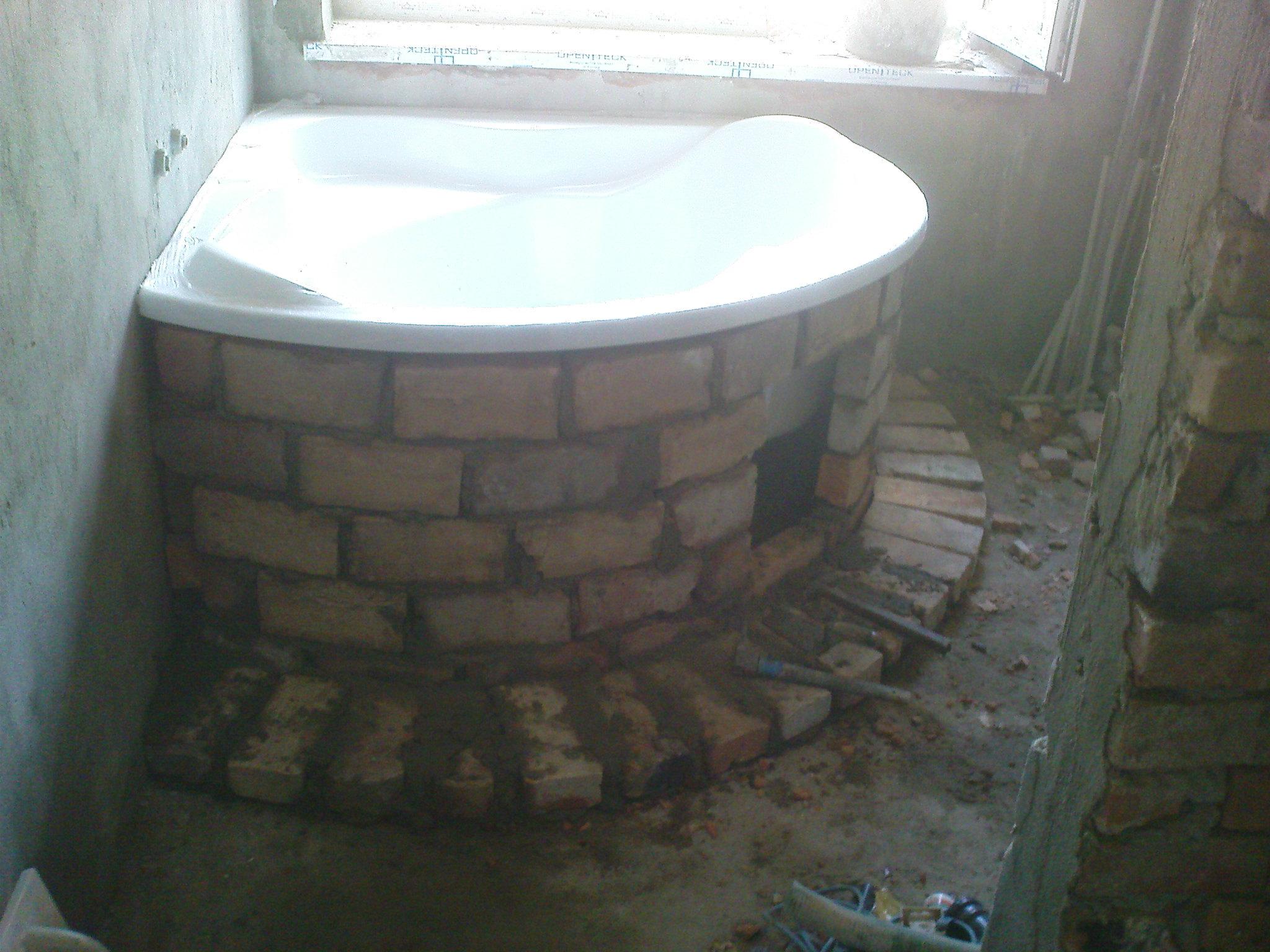 Процесс установки ванны достаточно трудоемкий, и вместе с тем выполнимый - главное вооружиться необходимыми материалами