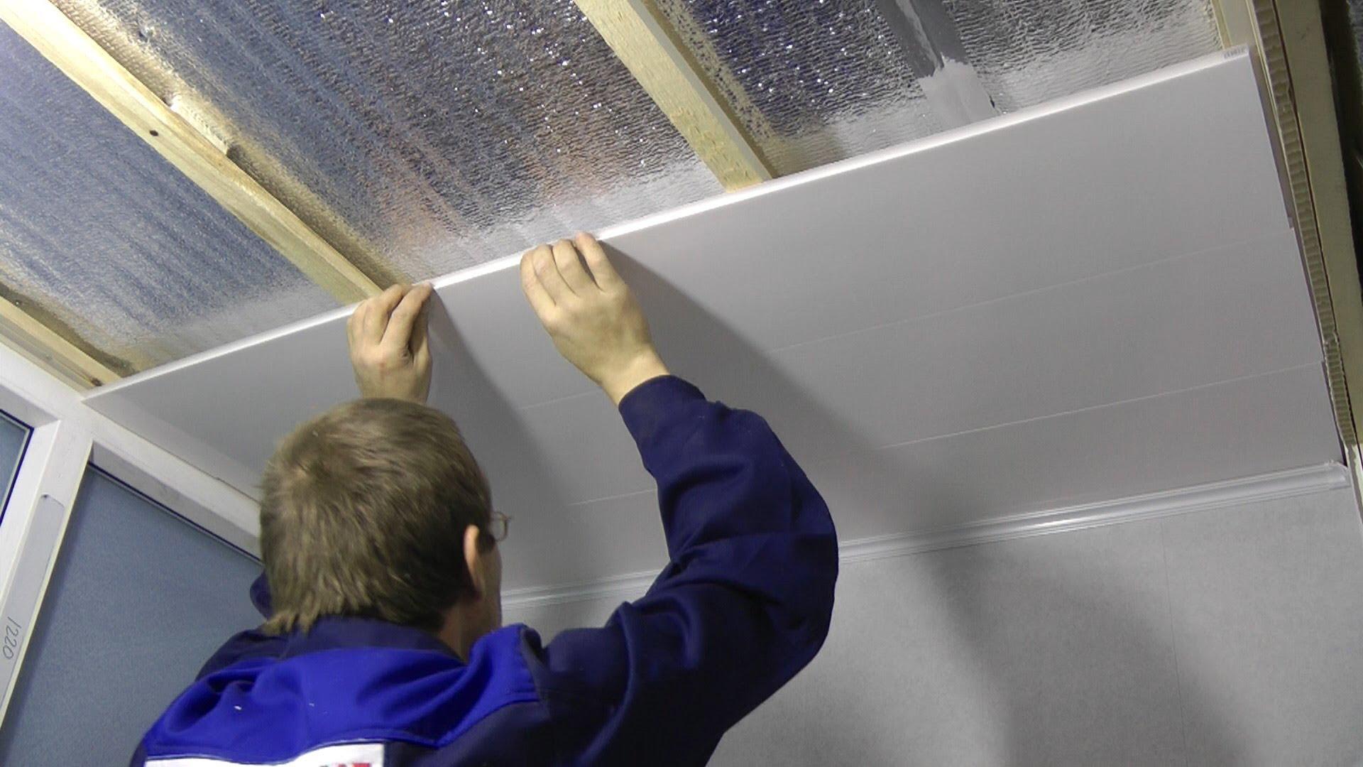 Монтаж потолка производится на заранее подготовленные бруски