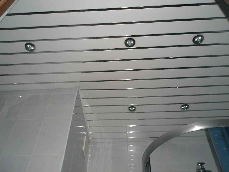Наиболее популярным материалом являются пластиковые панели, которые легко монтируются и просты в уходе