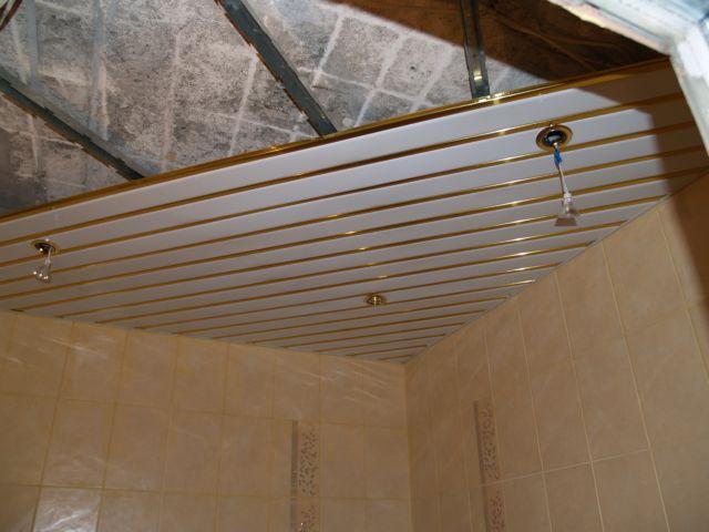 Данная конструкция без проблем скроет недостатки потолка