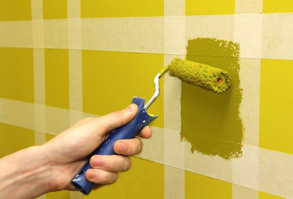 Перед покраской комнаты необходимо заранее подготовить инструменты