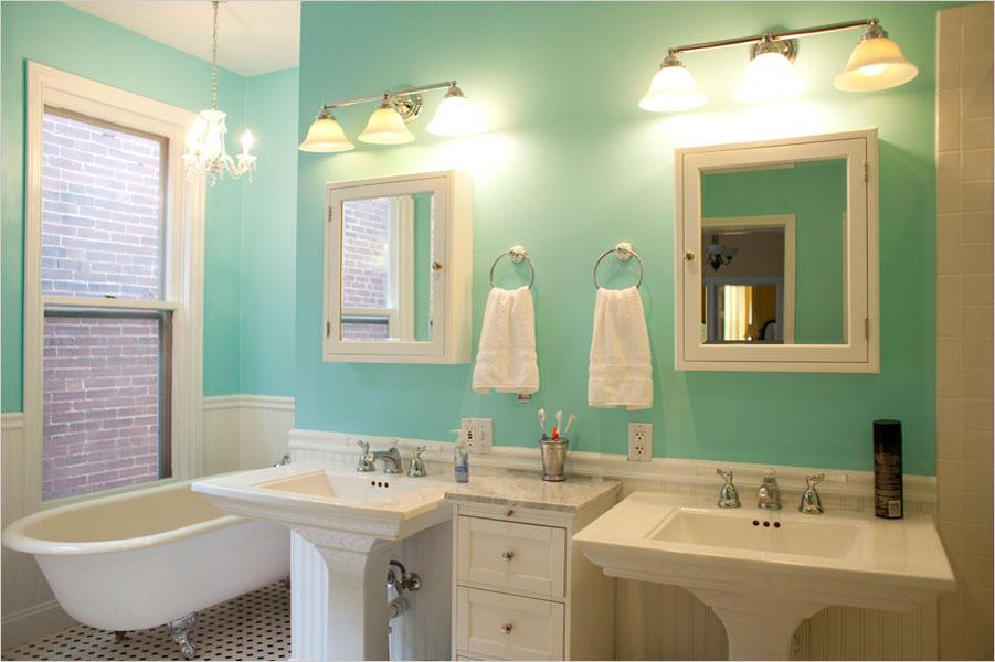 Покраска стен ванны