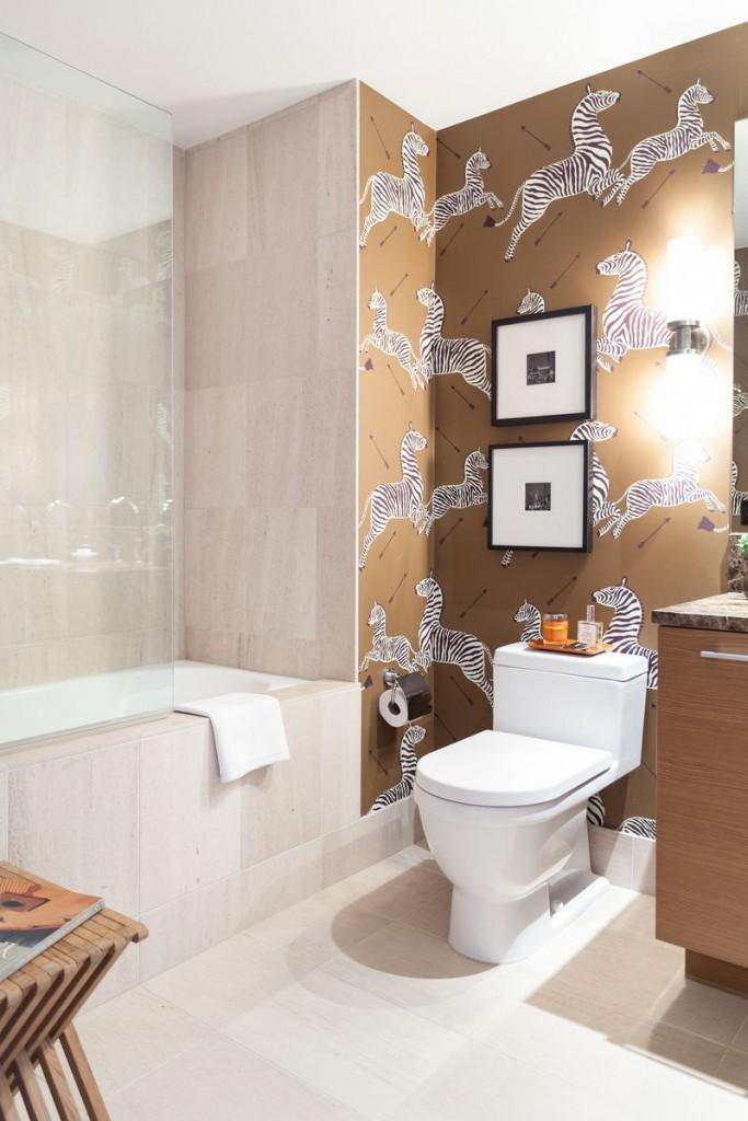 Комбинирование обоев и плитки в интерьере ванной