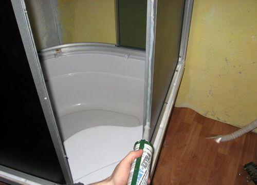 Правильно установленные двери и герметизация обеспечат сухость в ванной комнате