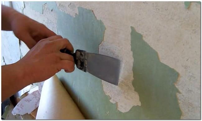 Обязательным условием перед укладкой плитки является подготовка стены и удаление старого отделочного материала