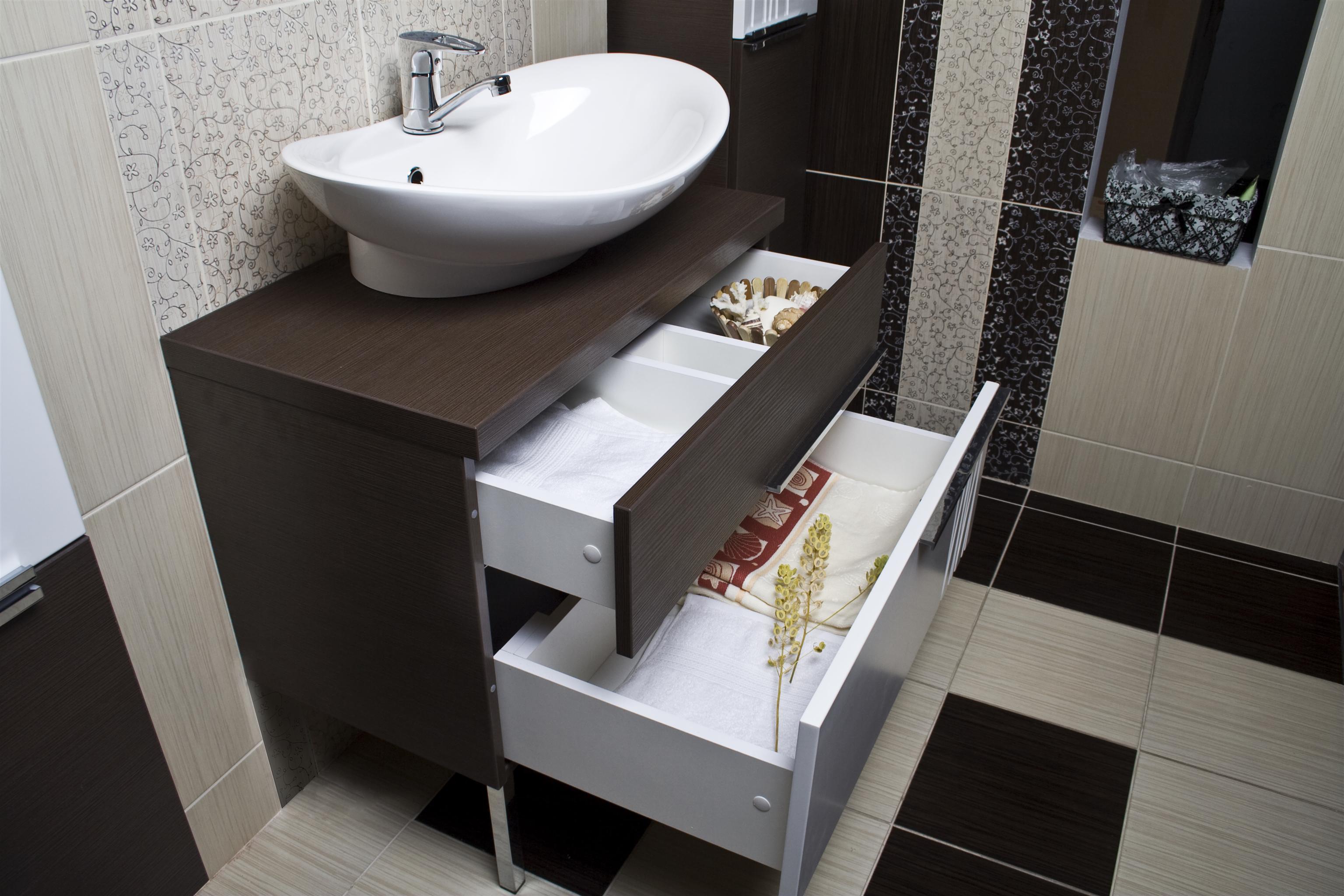 Тумбочка с умывальником в ванную своими руками