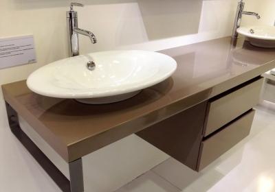 Выбирая модель умывальника с тумбой Вы обеспечите себя дополнительным местом для хранения мелочей, которого часта не хватает в ванной