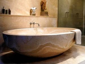 При выборе ванны следует учитывать общий интерьер комната и ее размеры