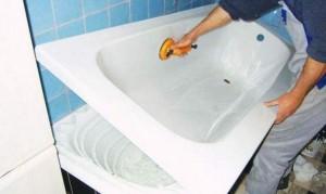 Прежде, чем избавиться от старой сантехники, стоит рассмотреть варианты реставрации - это поможет вернуть красивый вид ванне и сэкономить Ваши деньги