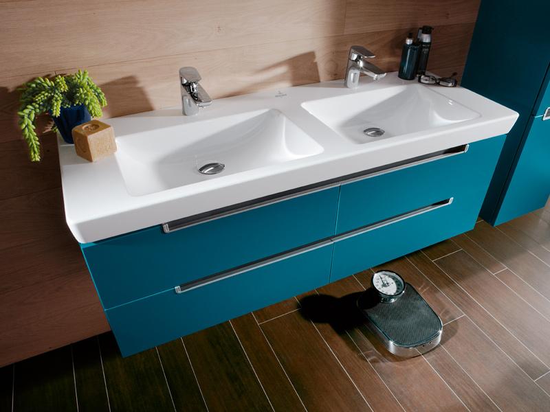 Мебель в ванную комнату необходимо выбирать исходя из общего стиля комнаты