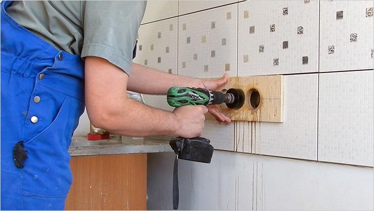Как сделать небольшое отверстие в стене