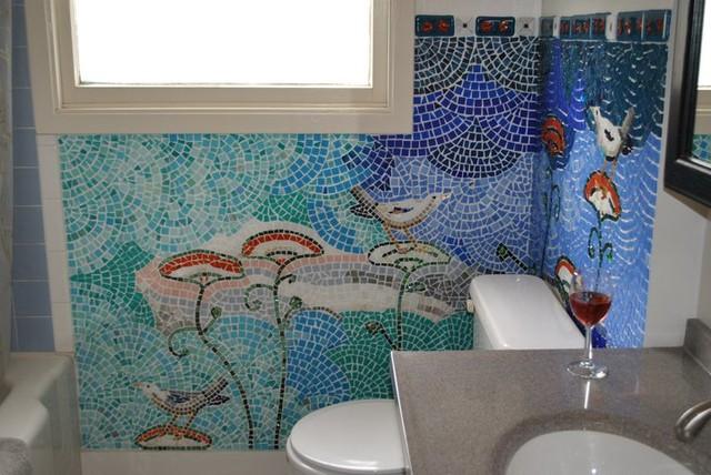 Мозаика является лучшим материалом для создания картин на стенах в ванной