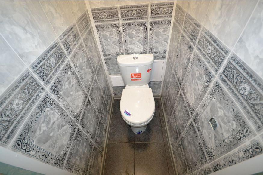 Дизайн туалета из пластиковых панелей в квартире