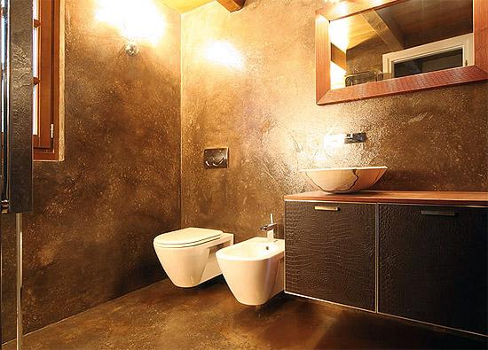 Эффектная отделка ванной с помощью штукатурки