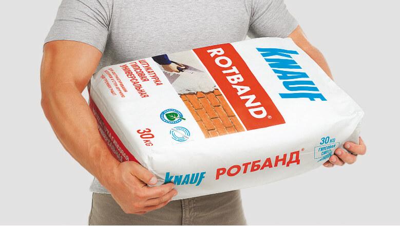 Фасуется штукатурка Ротбанд в трехслойные бумажные мешки так как они не конденсируют влагу и позволяют смеси оставаться долгое время пригодной к использованию