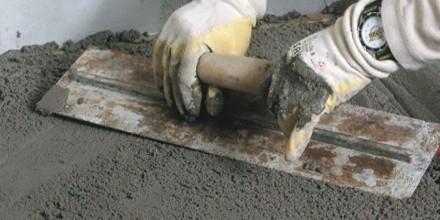 Смесь для наливного пола ветонит производится на основании цемента с добавлением песка или известняка и специальных компонентов