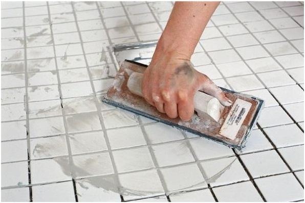 Выполнение затирки швов плитки в ванной комнате это завершающий этап отделки который позволит придать помещению аккуратный внешний вид