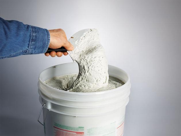 Идеальную поверхность перед окраской или оклейкой обоями подготавливают с помощью шпатлевки, от качества которой будет зависеть результат работы