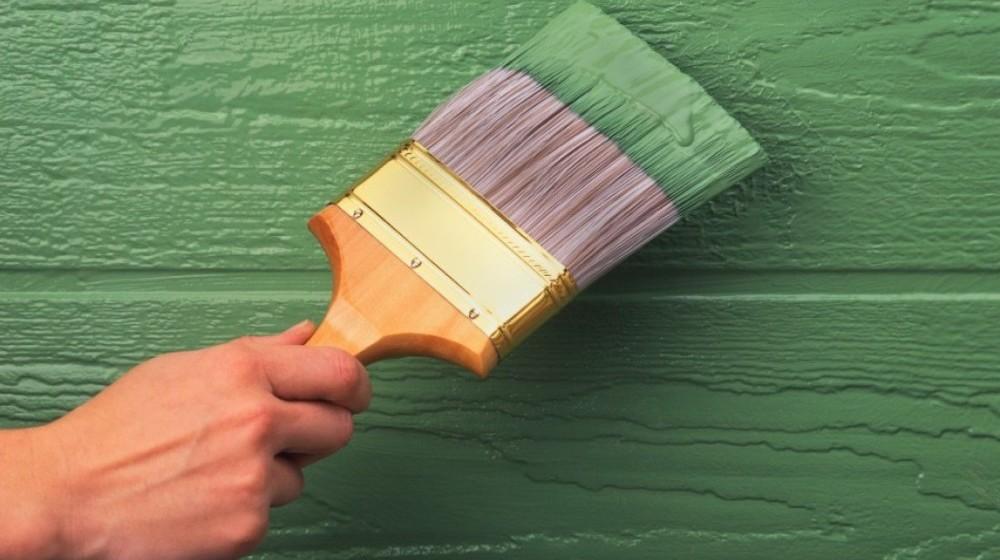 Расход краски зависти от разных факторов, в том числе от качества обработки окрашиваемого материала