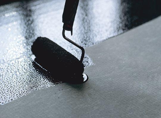 Готовый материал легко наносится на обрабатываемую поверхность, поэтому перерасход может быть исключен
