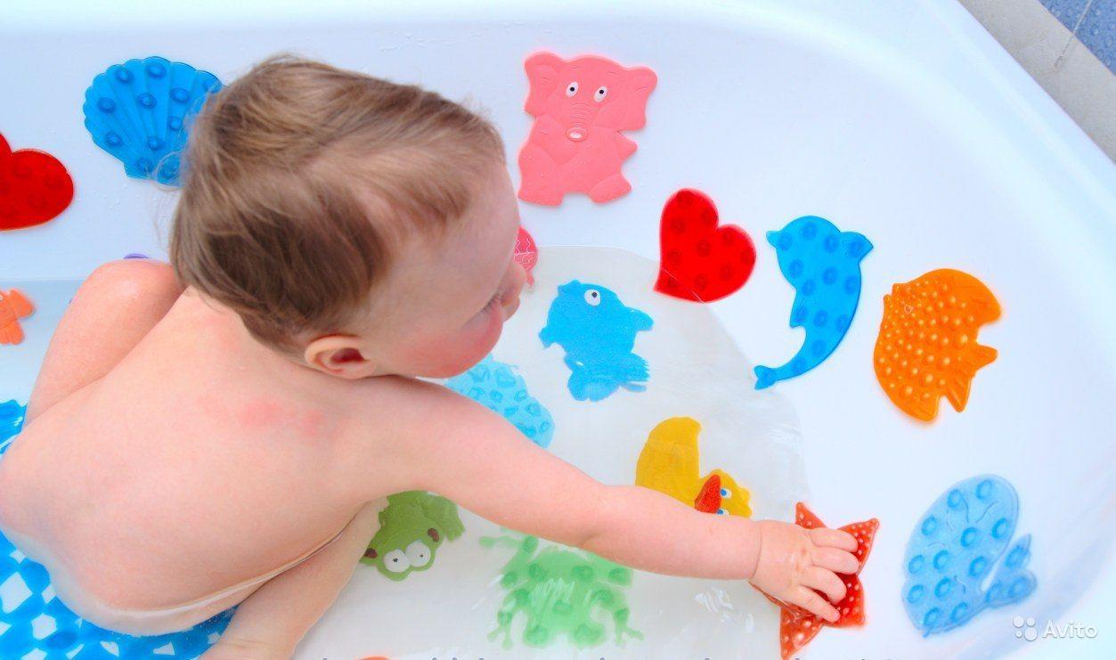 Чем ярче аксессуары, тем веселее малышу принимать ванную