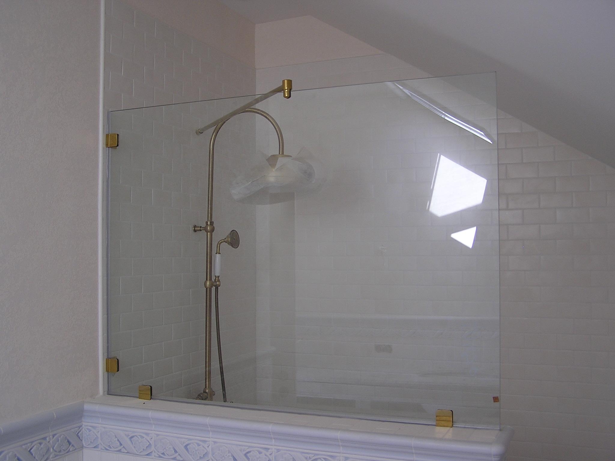 Фото как ширма изготовленная из стекла преображает комнату