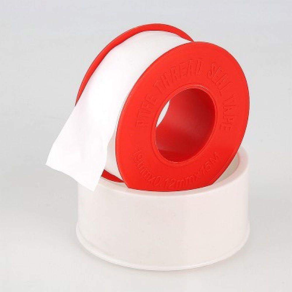 Фум-лента или маленькая сантехническая веревка используется для создания плотного соединения металлической резьбы
